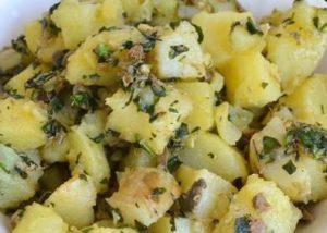 Insalata di patate in salsa di capperi e acciughe