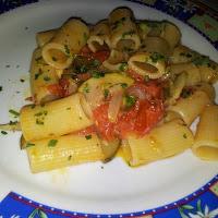 Rigatoni con zucchine, pachino e asparagi