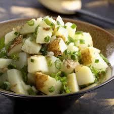 Insalata di patate con piselli e sesamo