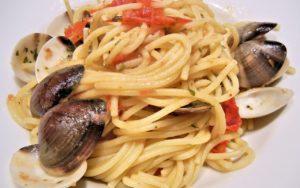 Spaghetti alle vongole veraci con pomodoro