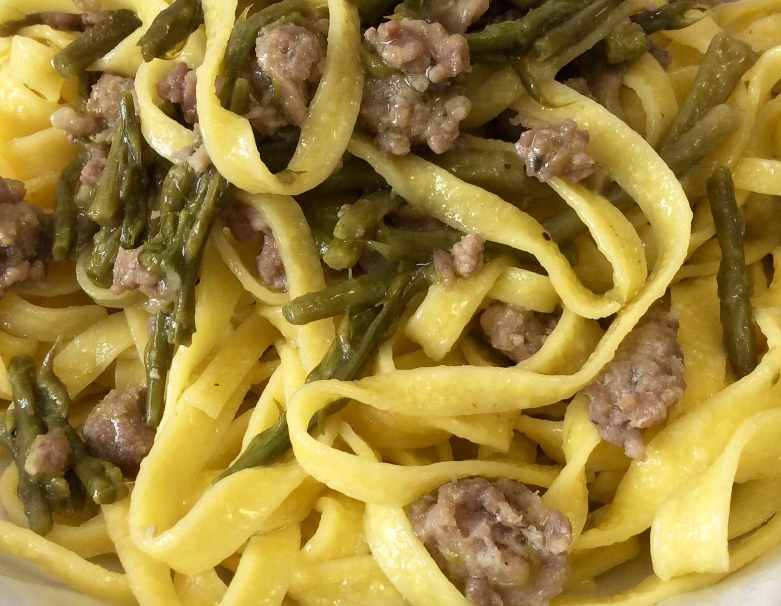 Tagliatelle asparagi e salsiccia