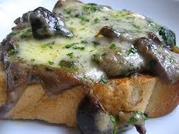 Crostino funghi e mozzarella