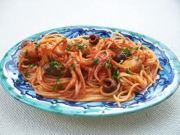 Spaghetti olive nere e moscardini