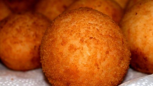 Polpette di formaggio e pane