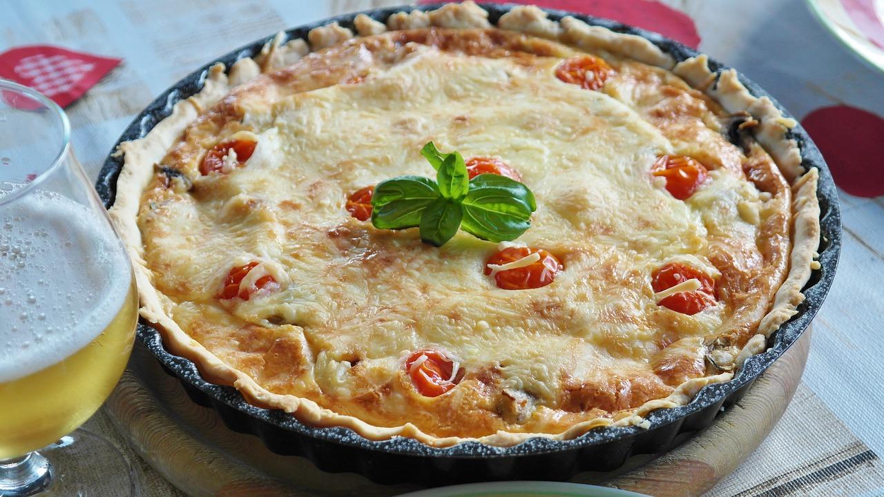 Torta salata di cipolle e pomodorini secchi