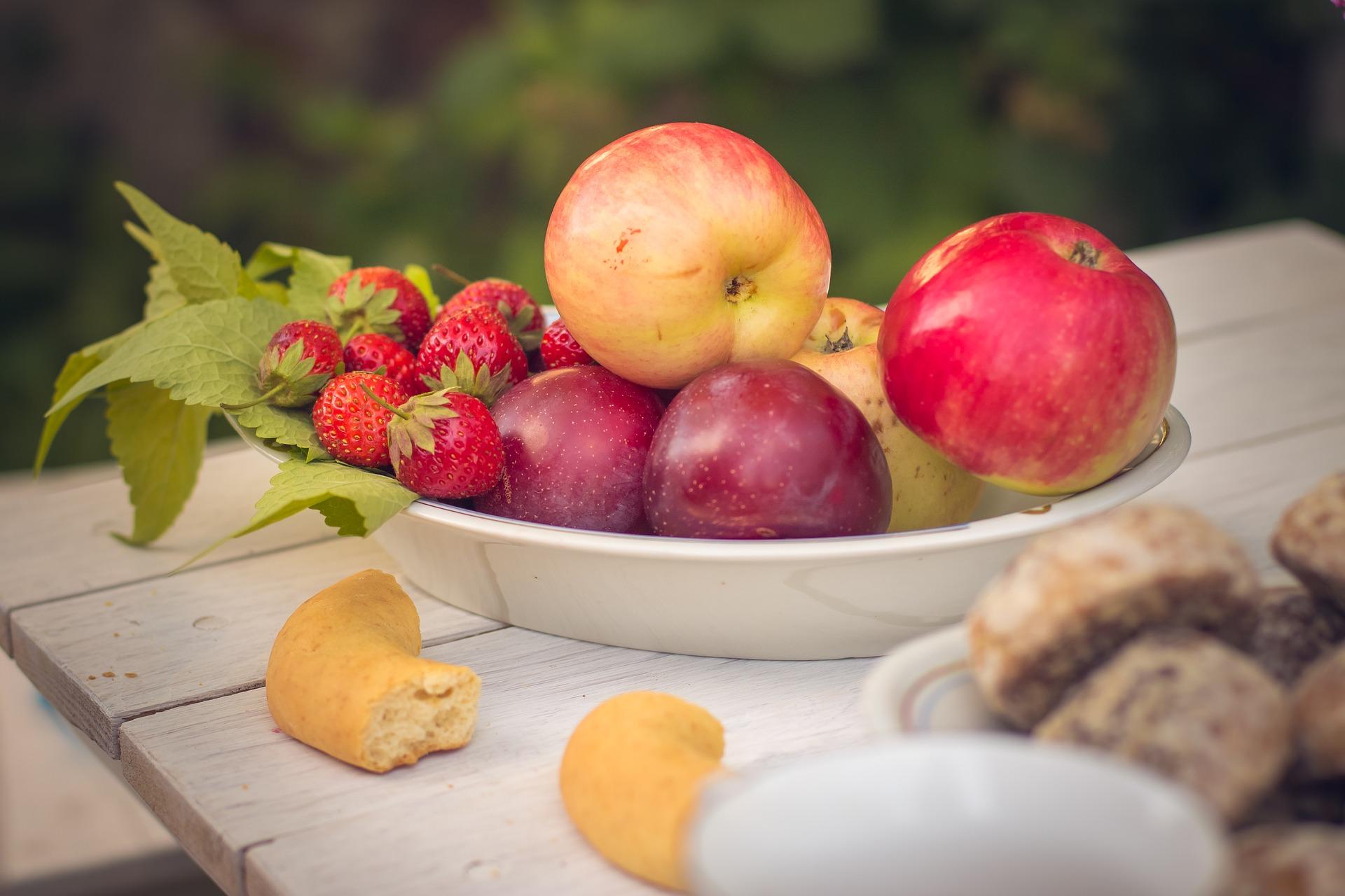 Frittelle di Mele e Prugne in pastella al vino bianco