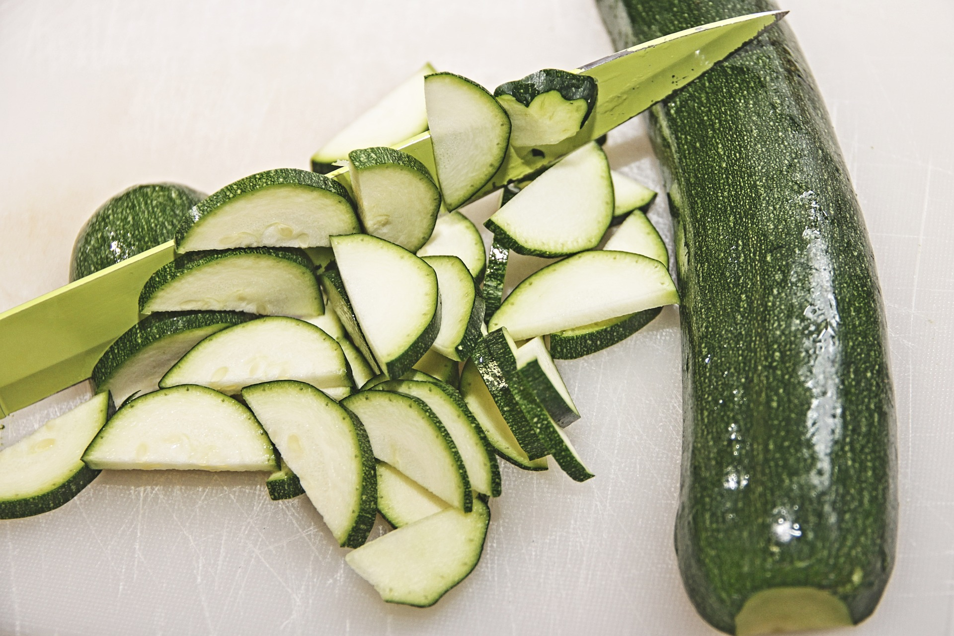 Zucchine al forno con ripieno di fave
